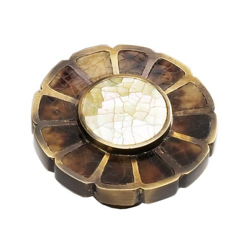 Schaub and Company Heirloom Treasures 1-1/2 Inch Diameter Estate Dover/Penshell/Mother of Pearl Cabinet Knob 953K-ED